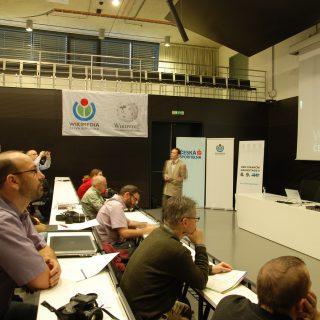 Záběry z Wikikonference 2012: přednáška o vysokoškolských projektech