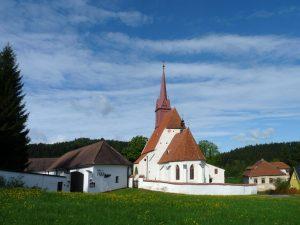 Kostel sv. Jana Křtitele ve vsi Zátoň, okres Český Krumlov.