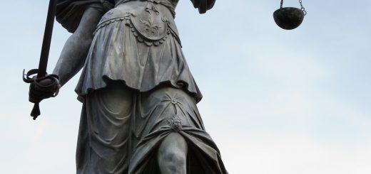 Spravedlnost - socha ve Frankfurtu nad Mohanem. Autor: Roland Meinecke, Free Art Licence