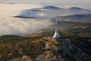 Letecký pohled na vysílač Ješťěd - projde-li zákon, z Wikipedie ho budeme muset smazat.